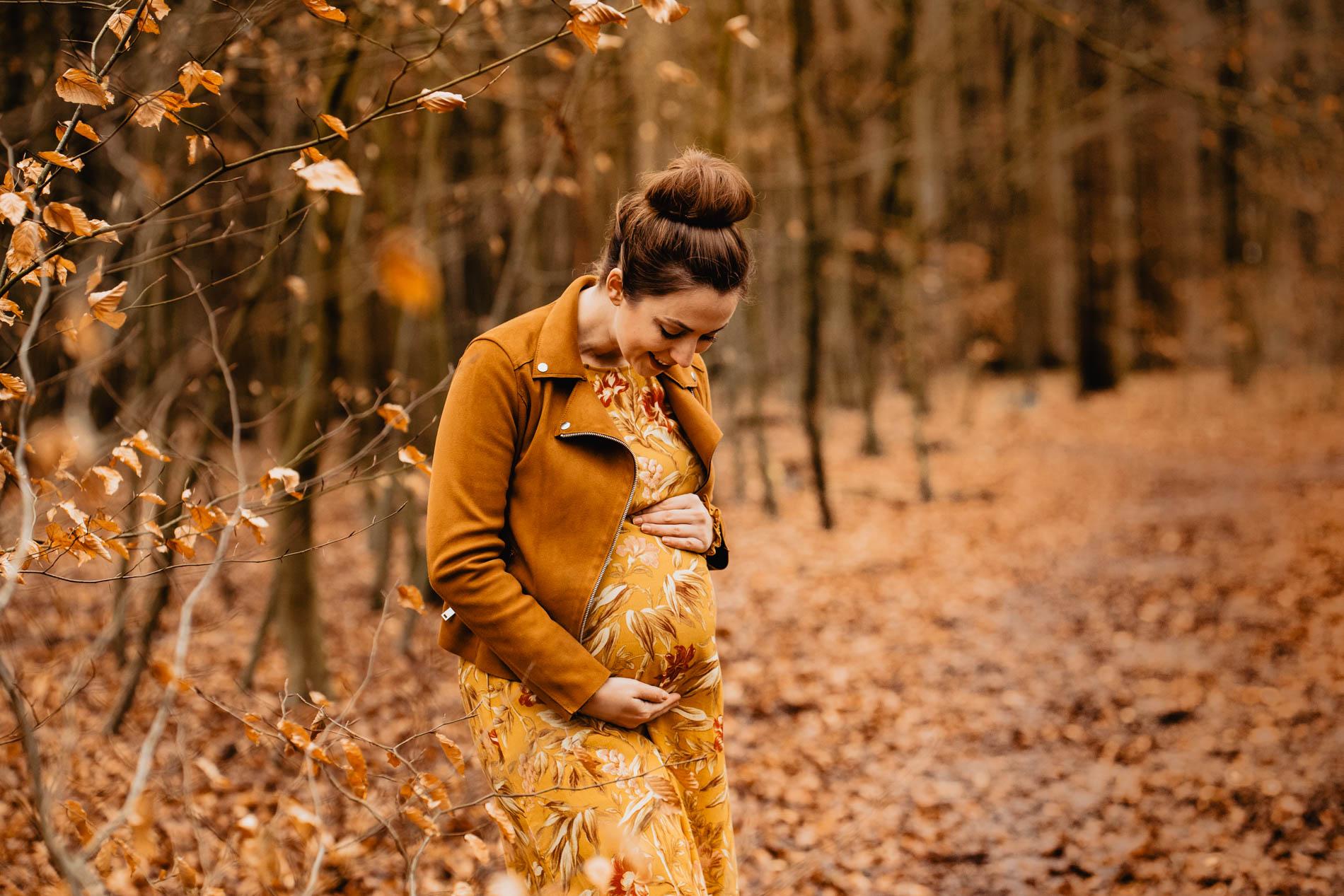 Babybauch-Shooting und Schwangerschaftsfotografie im Herbst Outdoor in Hamburg, Lüneburg, Stade